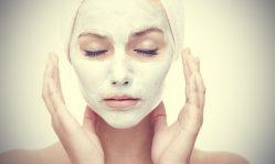 Готовим маску из белой глины для лица от прыщей и черных точек в домашних условиях