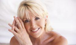Антивозрастной уход: какие процедуры и маски необходимы коже