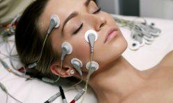 Миостимуляция лица: воздействие на кожу тока для омоложения