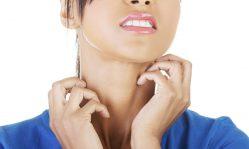 Почему чешется лицо: как убрать неприятные ощущения