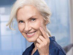 Уход за лицом после 60: особенности поддержания красоты